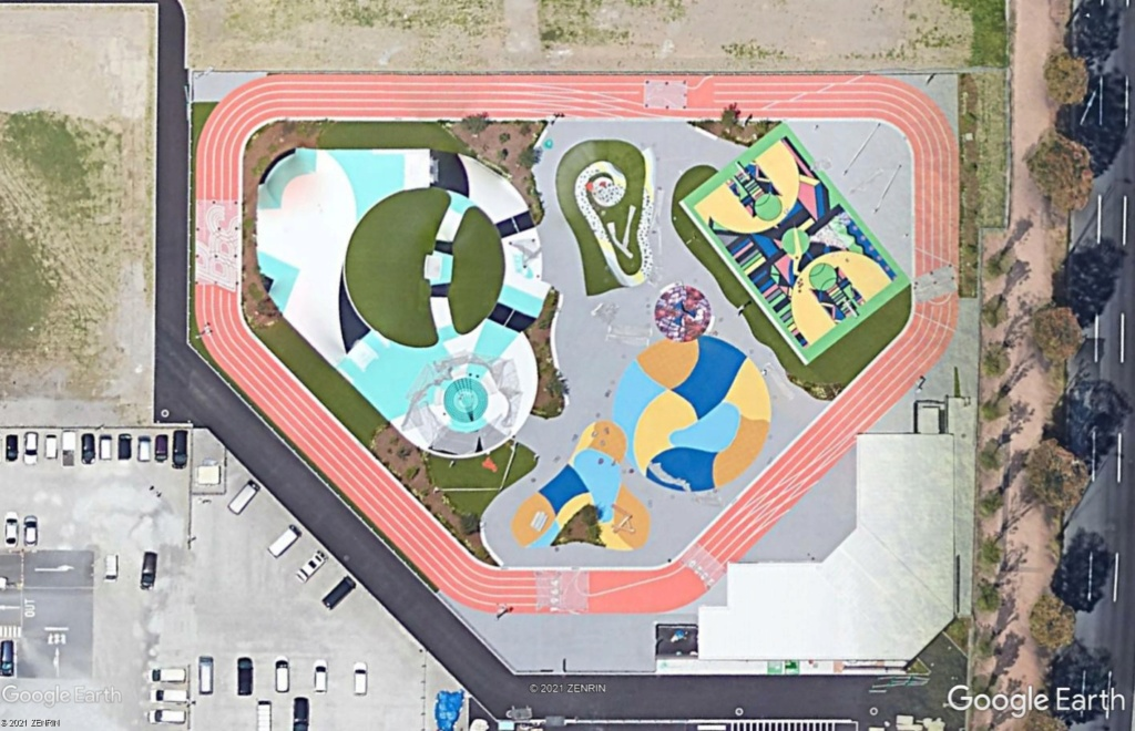 Stades d'athlétisme hors du commun - Page 3 Tokyo11