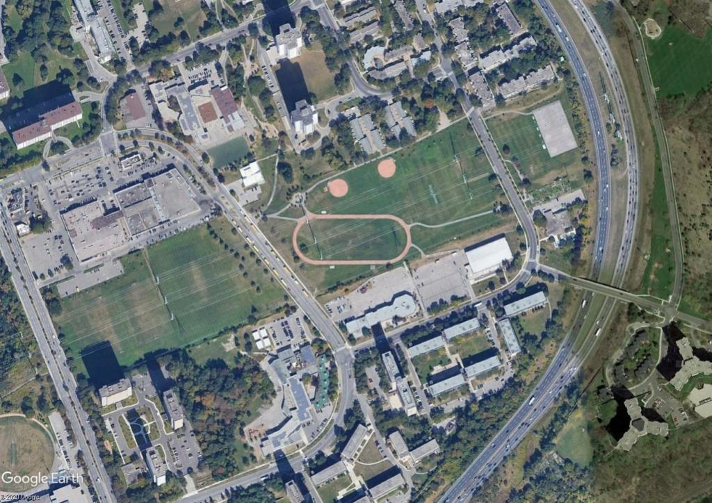 Stades d'athlétisme hors du commun - Page 2 Toront10