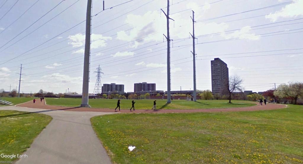Stades d'athlétisme hors du commun - Page 2 Toront12