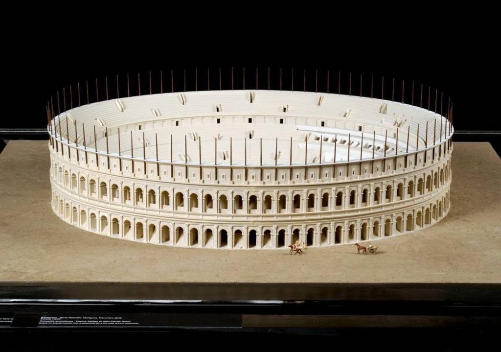 """Amphithéâtres romains : """"du pain et des jeux"""" - Page 2 Ves-5310"""