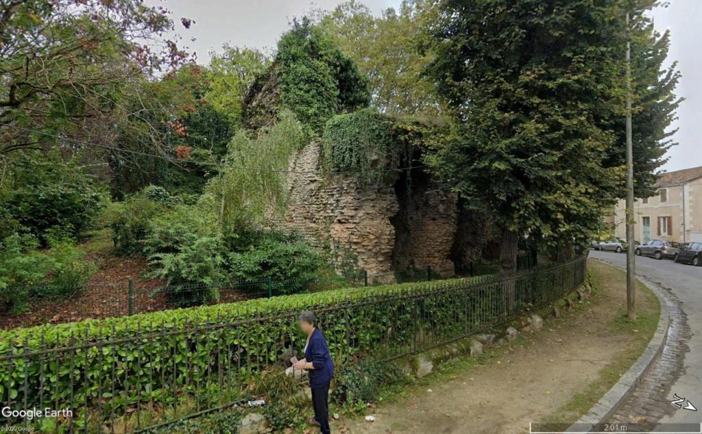 """Amphithéâtres romains : """"du pain et des jeux"""" - Page 2 Vesunn14"""