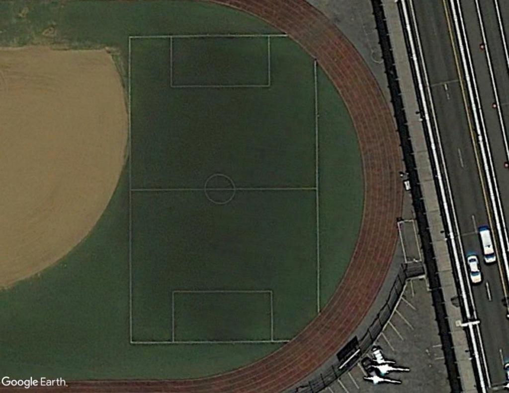 Stades d'athlétisme hors du commun - Page 2 Vueplo12
