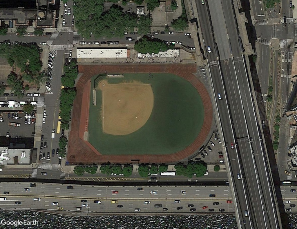 Stades d'athlétisme hors du commun - Page 2 Vueplo13