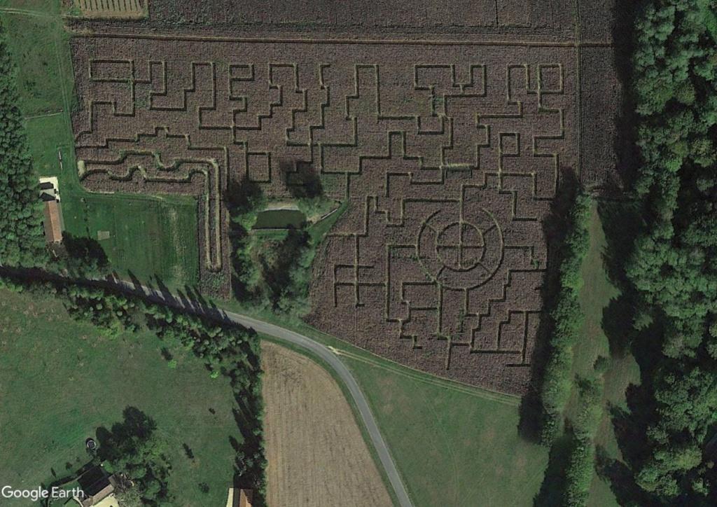 Les labyrinthes découverts dans Google Earth - Page 23 Vzozac11