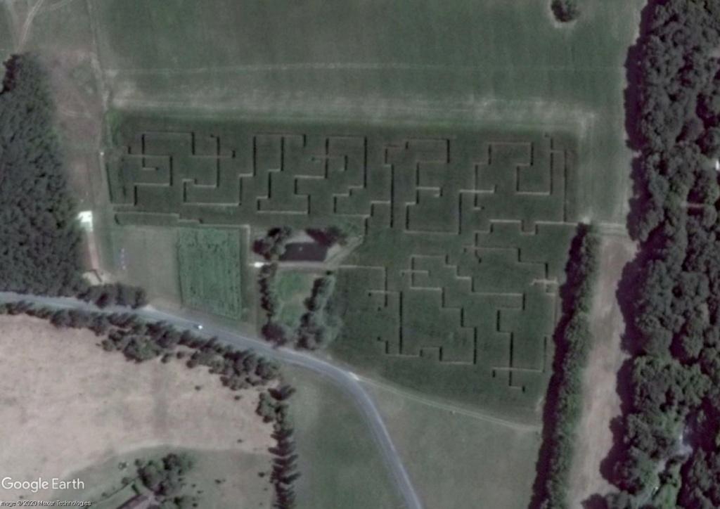 Les labyrinthes découverts dans Google Earth - Page 23 Vzozac12