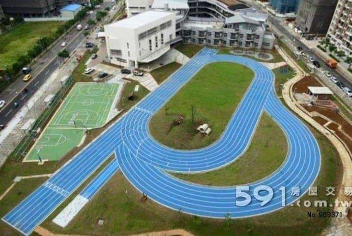 Stades d'athlétisme hors du commun - Page 2 Xinshi10