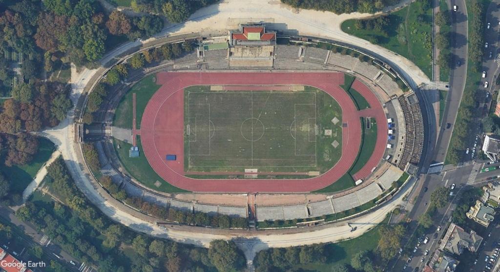 Stades d'athlétisme hors du commun - Page 2 Yyrr10