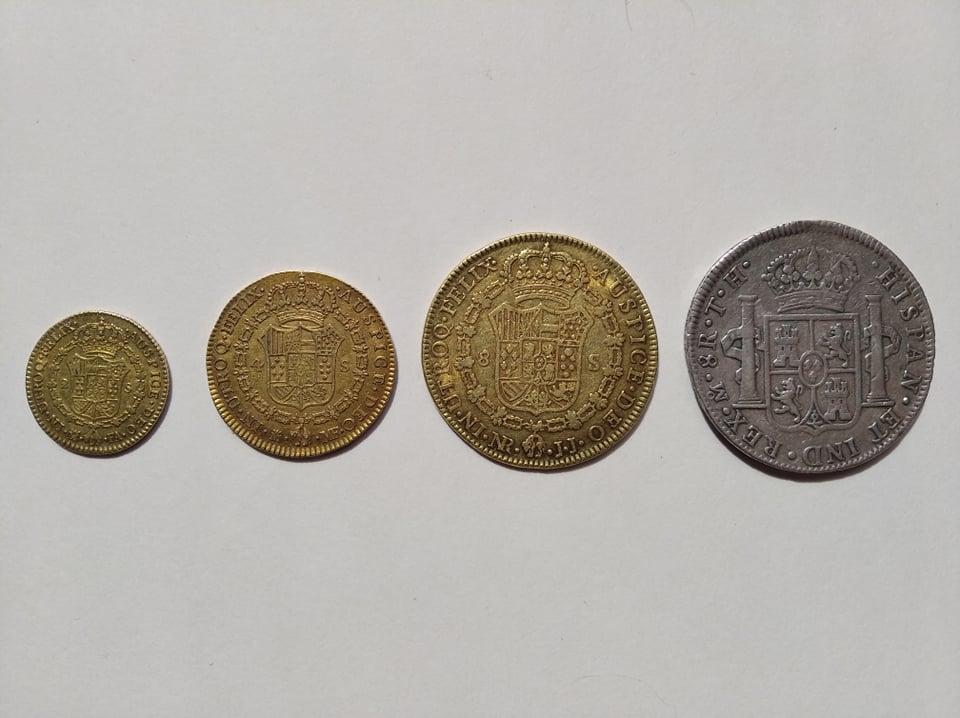 Escudos de Carlos IV y real de a 8 12015510