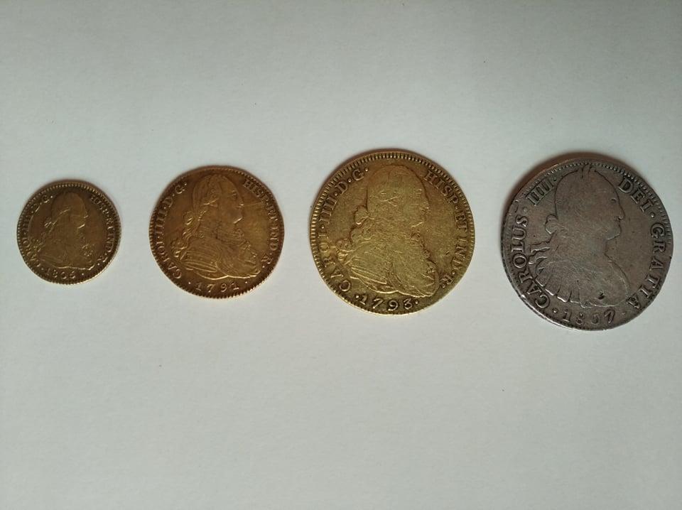 Escudos de Carlos IV y real de a 8 12019510