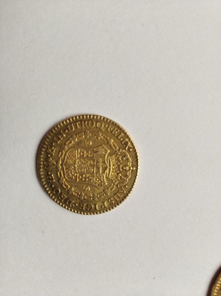 Escudos de Carlos IV y real de a 8 12020110