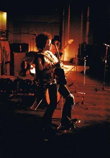 Stuttgart (Beethovensaal Liederhalle) : 19 janvier 1969 [Second concert] Jimi_s13