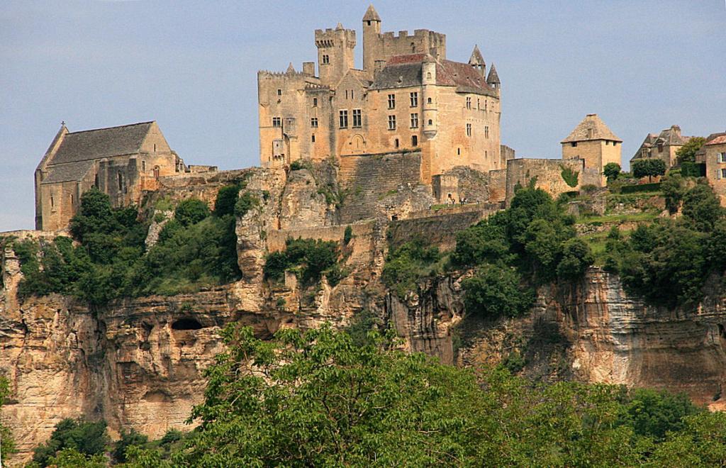 Quizz double: château du XIIIe, gare du XIXe. Img_3410