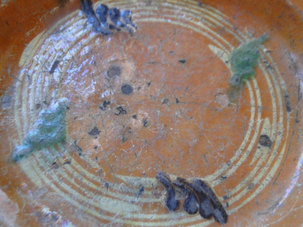Assiette en terre cuite mystère  Mini_d10