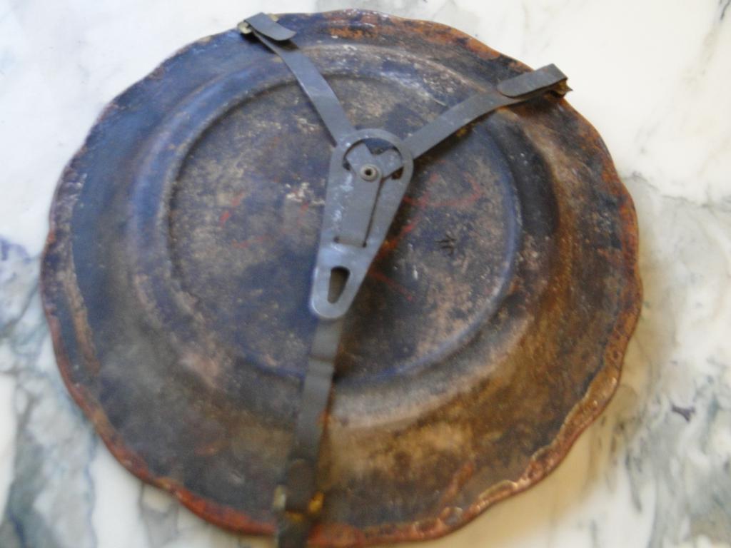 Assiette en terre cuite mystère  Mini_d11
