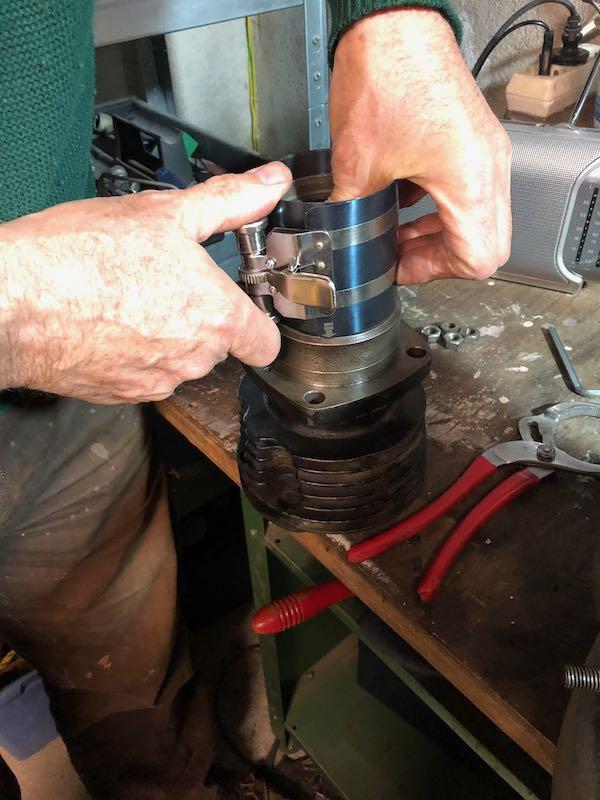 [RATIER C6S] Monter le piston dans le cylindre Img_6020