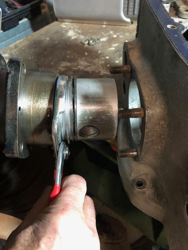 [RATIER C6S] Monter le piston dans le cylindre Img_6021