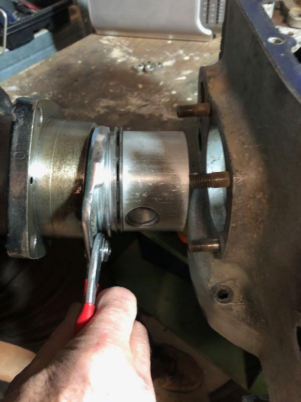 [RATIER C6S] Monter le piston dans le cylindre Img_6022