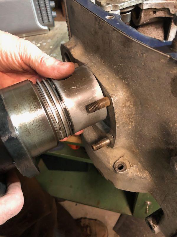 [RATIER C6S] Monter le piston dans le cylindre Img_6023