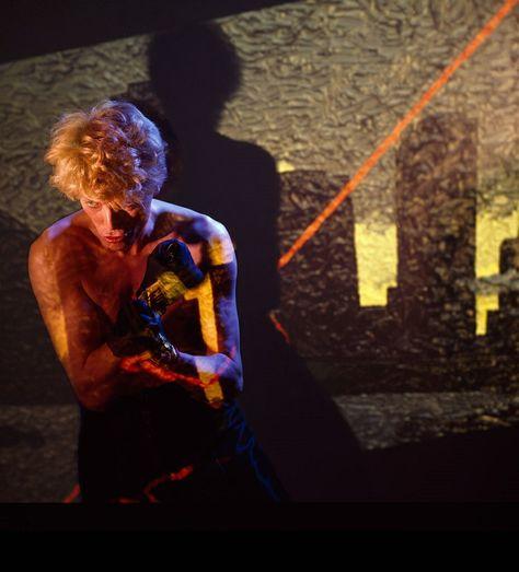 ★ DAVID BOWIE - Discografía confitada  ★  Tonight (1985) y Never let me down (1987). Un mal día lo tiene cualquiera. - Página 18 22leta10