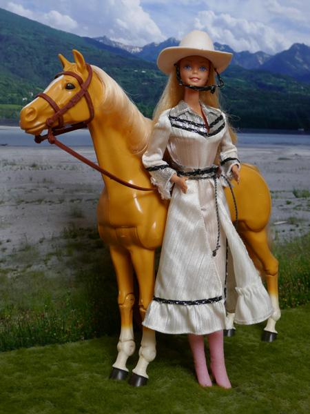 [BARBIE] Une partie de mes Barbies p1 et surtout mes CHEVAUX ! - Page 4 Cowgir10