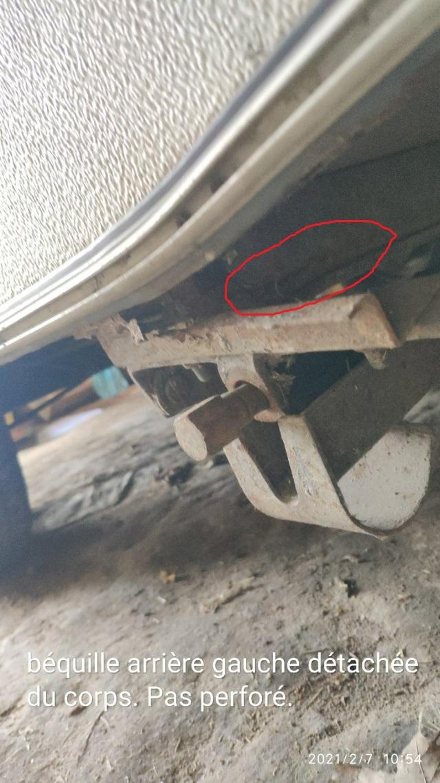 Réparer Rebord (tube?) métalique plancher et des béquilles Fente10