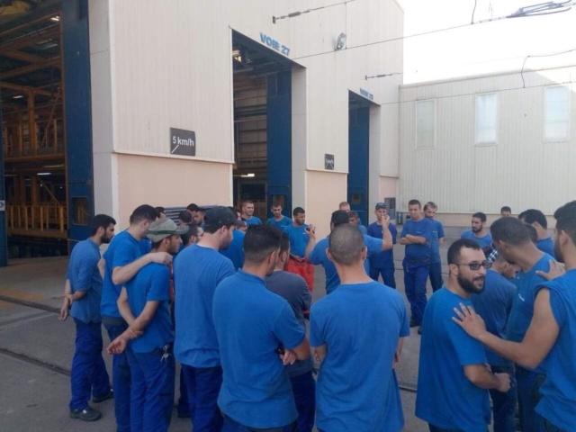 عمال صيانه القطرات الكهربائيه في مستودع الخروبه (stadler)في اضراب مفتوح ابتداء من اليوم بعدا  40197310