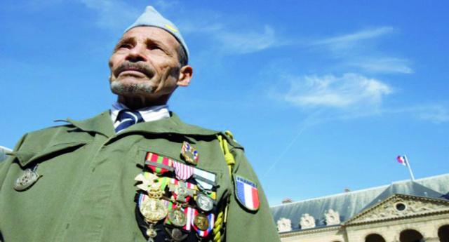 Le grand père de Boumasset Mohamed c'est un harkis d'après l'histoire de la guerre d'Algérie il y a eu, dans l'armée française faisant la guerre en Algérie, des Algériens, à l'époque français,   73198111