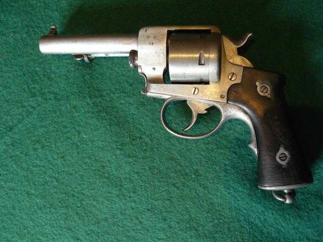 Précisions sur le revolver de Marine modèle 1870 N P1080629