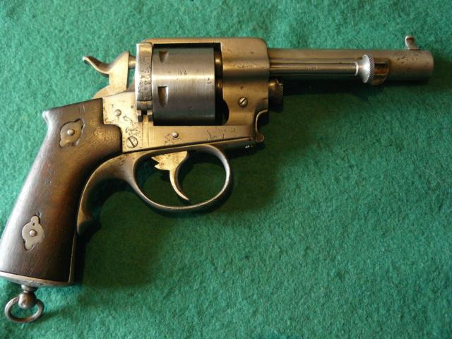 Précisions sur le revolver de Marine modèle 1870 N P1080632