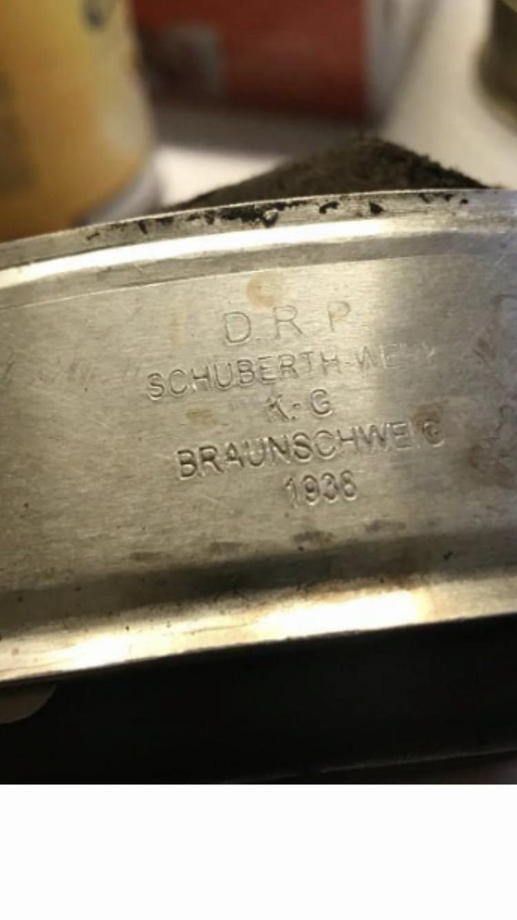 Coiffe casque allemand. F85d1010