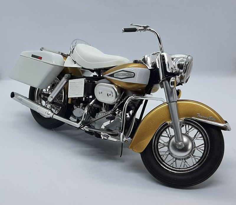 US Touring Bike Revell 1/8 (07937) Comp1650