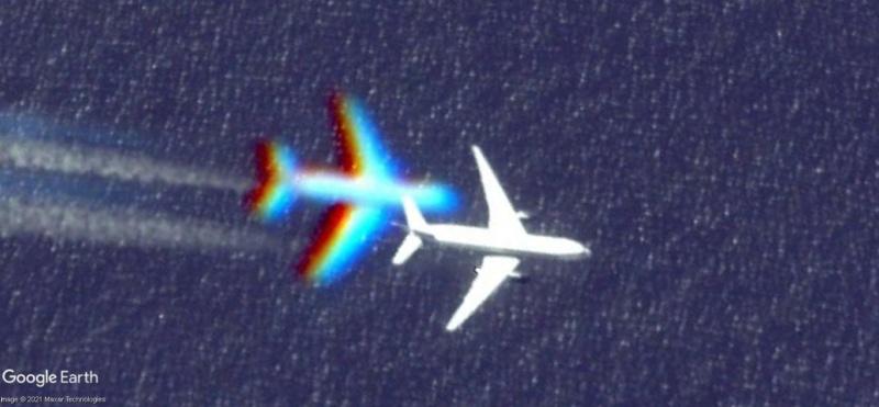 Les avions en plein vol vus sous google earth - Page 3 15636811