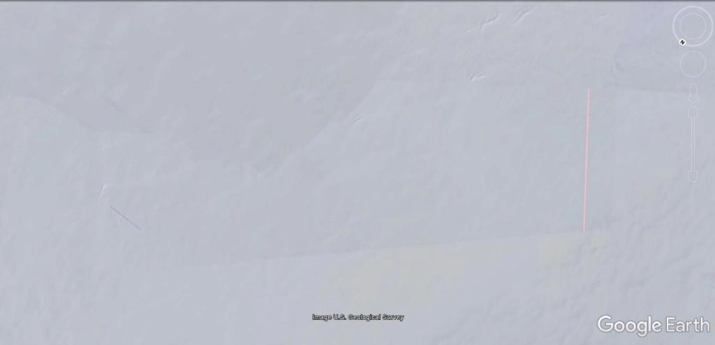 Antarctique : lignes de couleurs au sol [C'est quoi ?] Jhg18