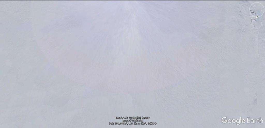 Antarctique : lignes de couleurs au sol [C'est quoi ?] Jhg29