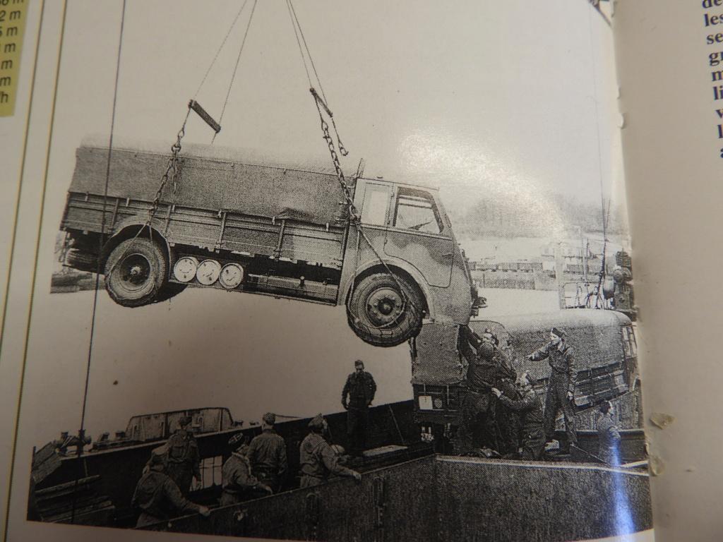 Renault AGK bâché au 1/72 Dscn0911
