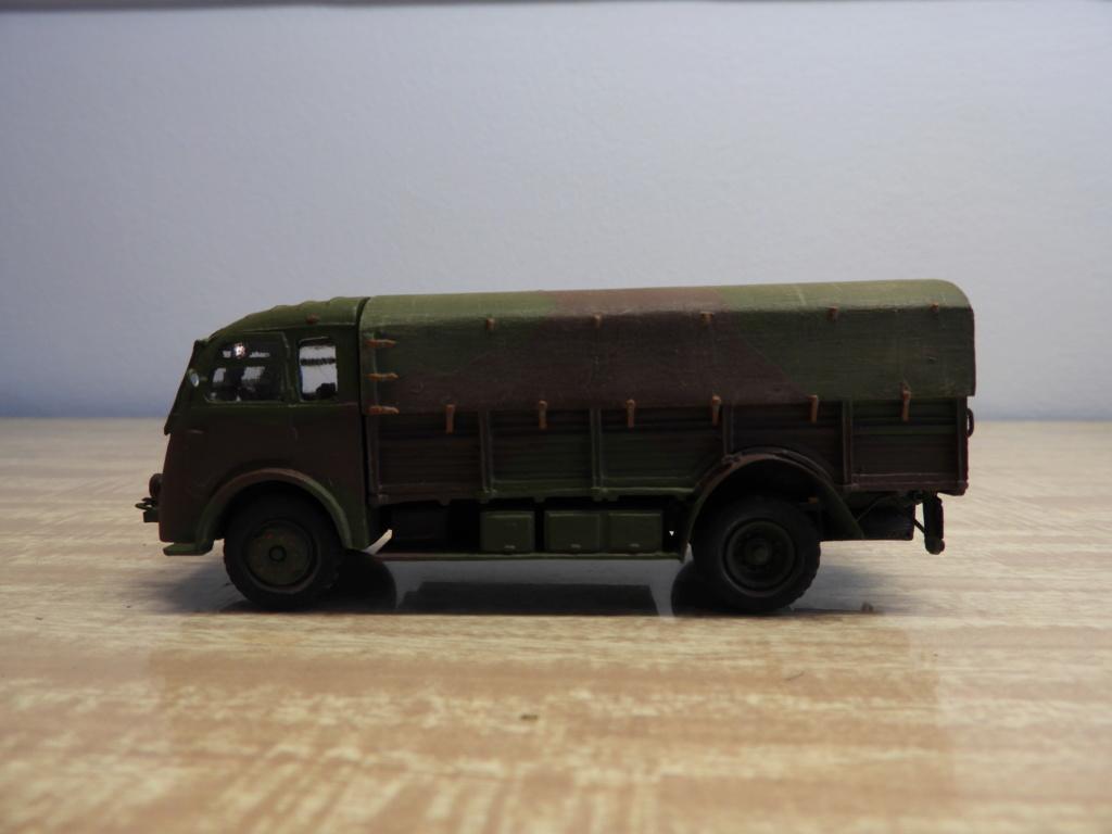 Renault AGK bâché au 1/72 Dscn0912