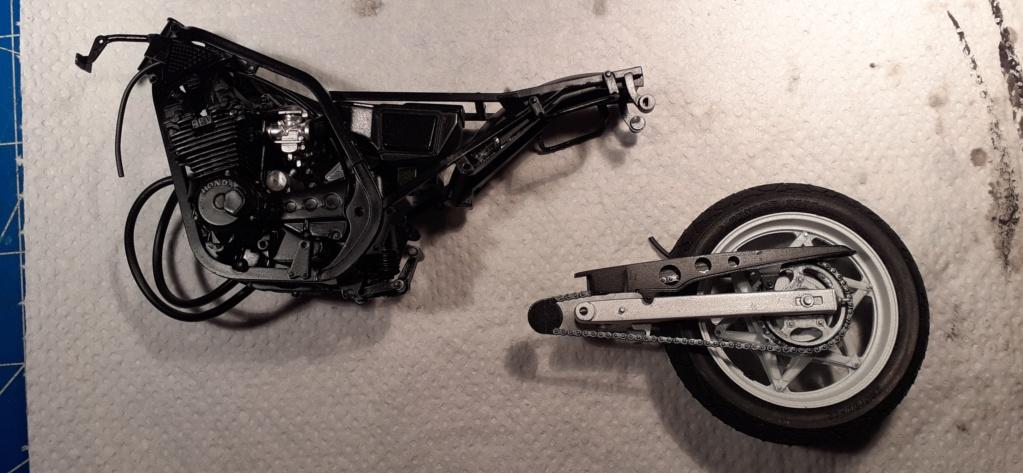 [TAMIYA] HONDA CBR 400F Endurance 1/12ème Réf 14039 - Page 2 Honda105