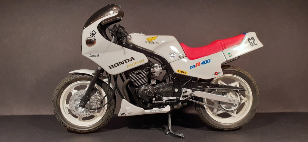 [TAMIYA] HONDA CBR 400F Endurance  1/12ème Réf 14039 - Page 4 Honda188