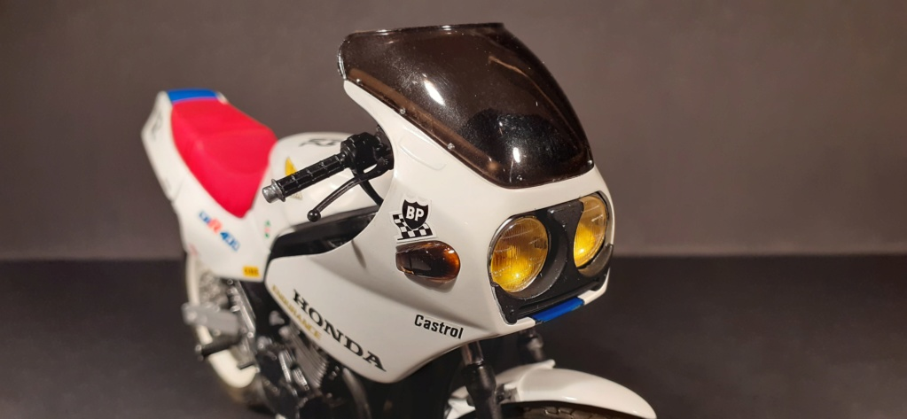 [TAMIYA] HONDA CBR 400F Endurance  1/12ème Réf 14039 - Page 4 Honda194