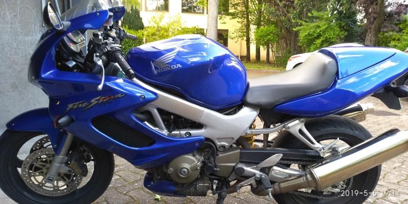 VENDS HONDA VTR 1000 F 2004 PHASE 2 SUPER ÉTAT 20190512