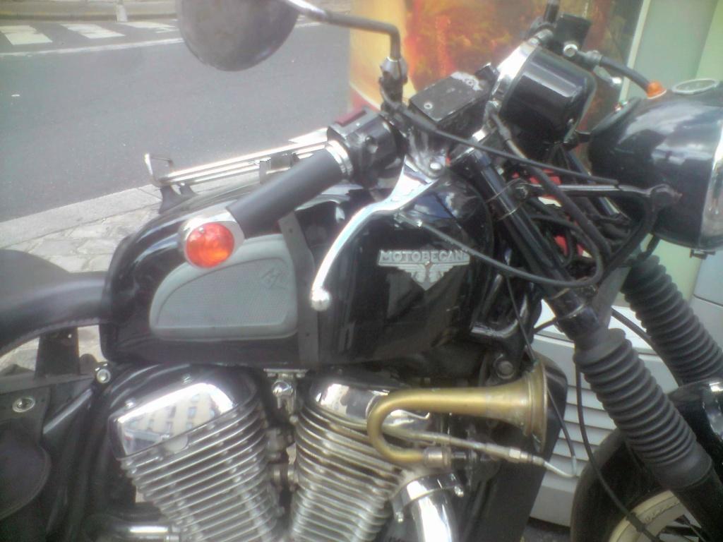 Moto Motobecane ?(vu dans la rue) P0808130