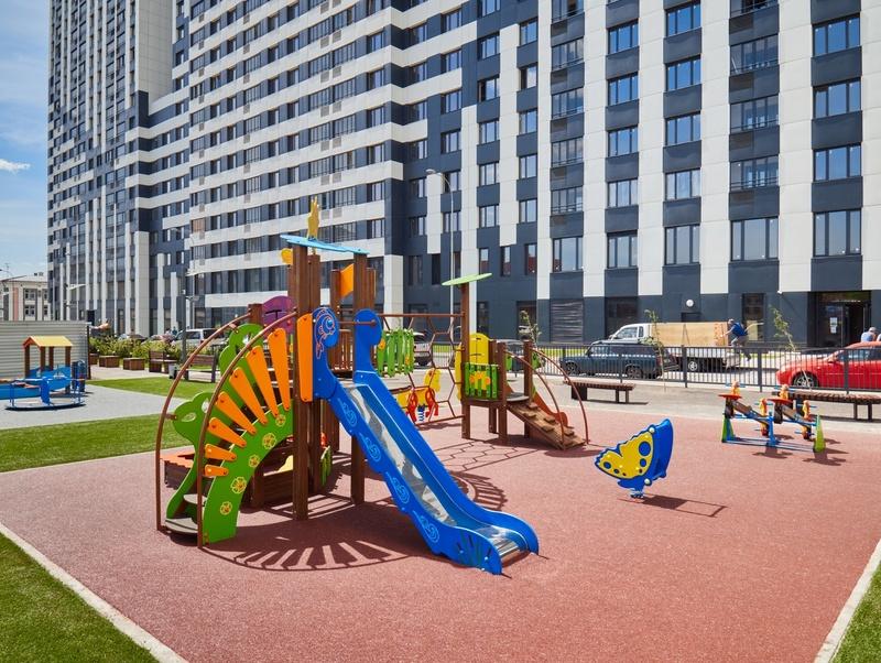 Фото-видеообзоры благоустройства придомовой территории - первая детская площадка и аллея с мини ботаническим садом 7ytecq10