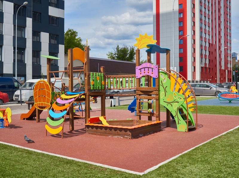 Фото-видеообзоры благоустройства придомовой территории - первая детская площадка и аллея с мини ботаническим садом 7ytecq11