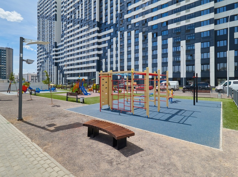 Фото-видеообзоры благоустройства придомовой территории - первая детская площадка и аллея с мини ботаническим садом Letniy10
