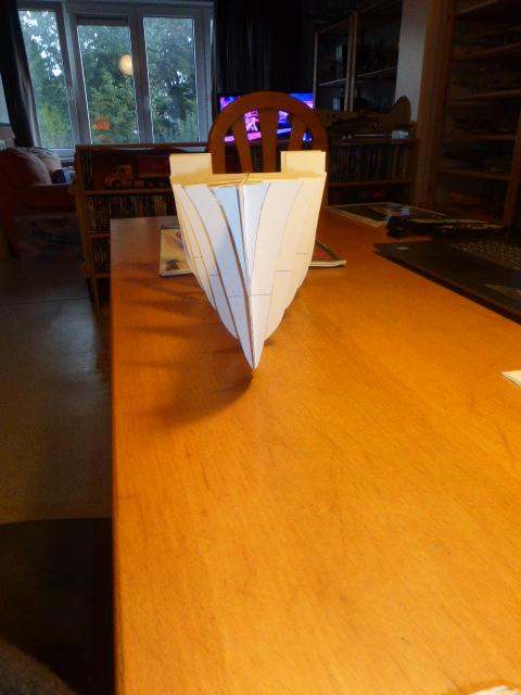 Paquebot MS Astoria au /100 ème modèle en bois et carton  P1020615