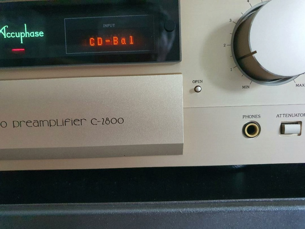 Accuphase Preamp C2800 A1311
