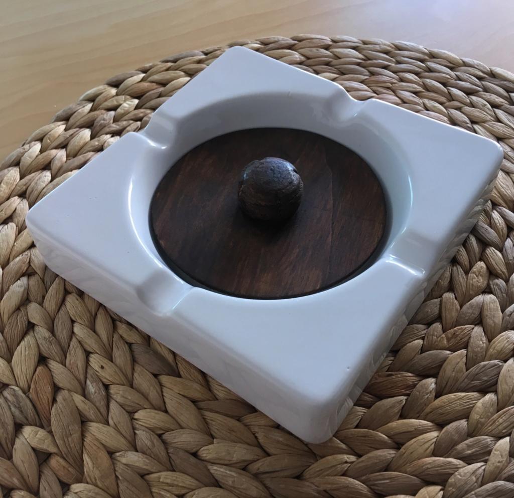 Cendrier pour pipe avec le champignon en liège D355f410