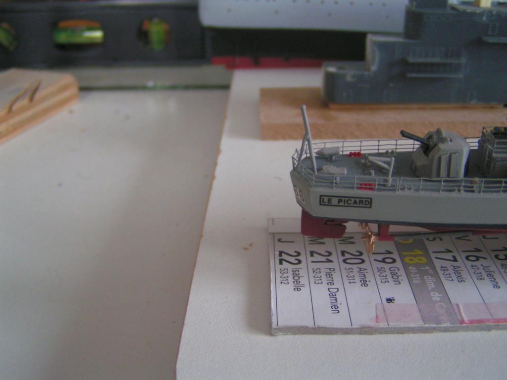 Escorteur rapide Type E 52 A LE PICARD Réf 81093 Pict0012