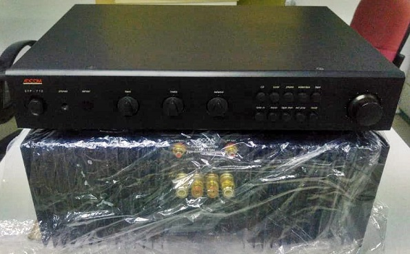 Adcom  Pre GFP-710 & Power GFA-555 II(200W) Whatsa40