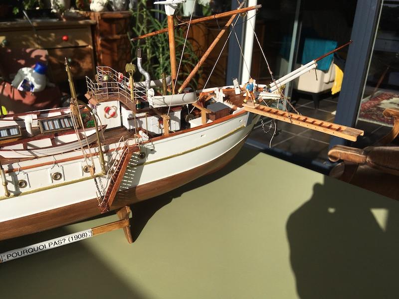 Pourquoi Pas? : Partie-1 Coque & pont (Billing Boats 1/75°) par Yves31 - Page 37 803_pl10